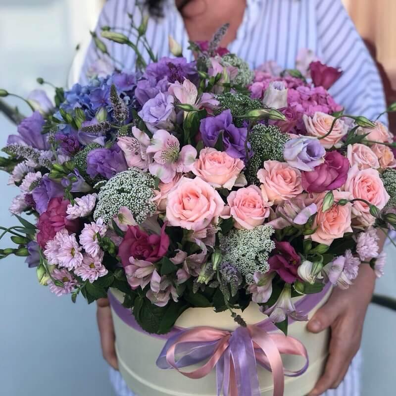Fresh hydrangea and roses