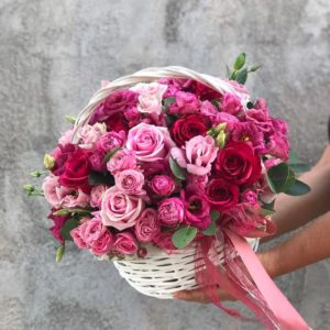 Juicy Roses basket
