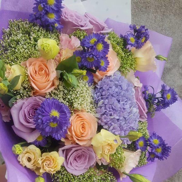 Букет в голубых и фиолетовых тонах