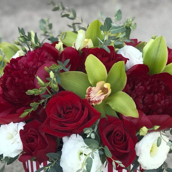 Роскошные розы и пионы