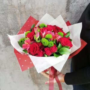 Классический букет с красными розами