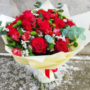 Roses and alstromerias bouquet
