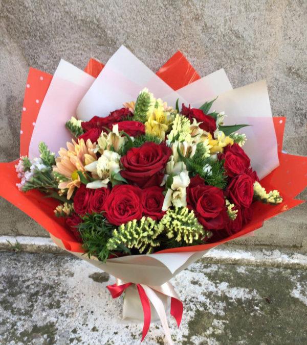 Микс букет из роз и альстромерии