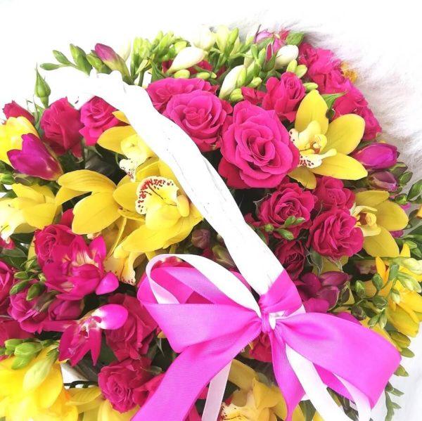 Контрастная корзинка с орхидеями 3
