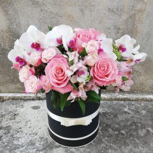 Элегантная коробка из роз и орхидей