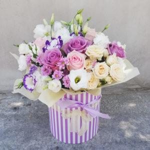 Коробка роз и эустом