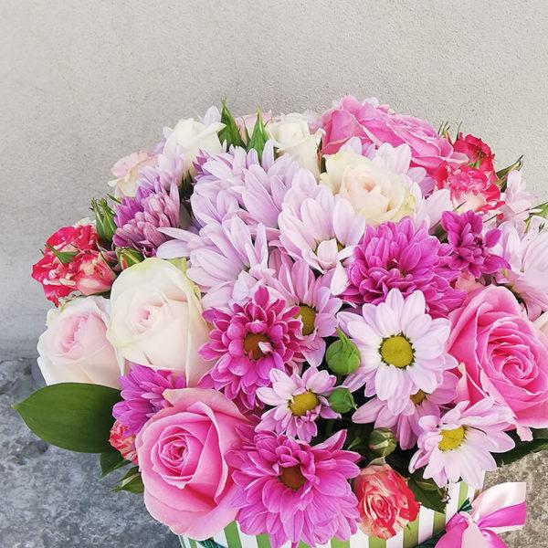 Коробка из хризантемы и роз